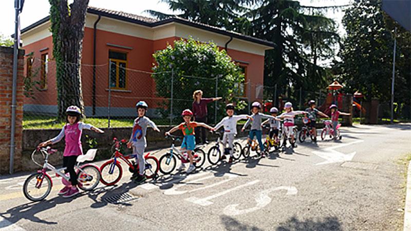 Scuola dell'infanzia | Una vera scuola guida per imparare ad andare in bicicletta in sicurezza